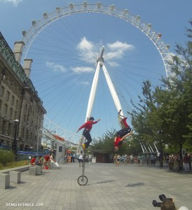 Que Line Entertainers at The London Eye